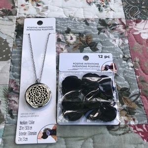 Jewelry - Diffuser locket necklace